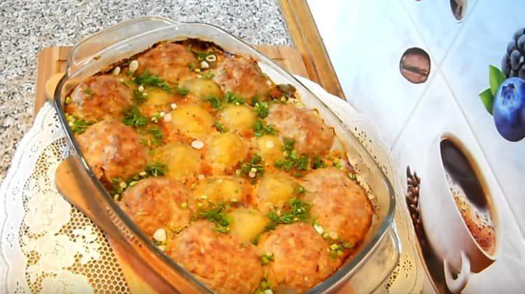 Котлеты с картошкой в духовке это сытное и вкусное полноценное второе блюдо.