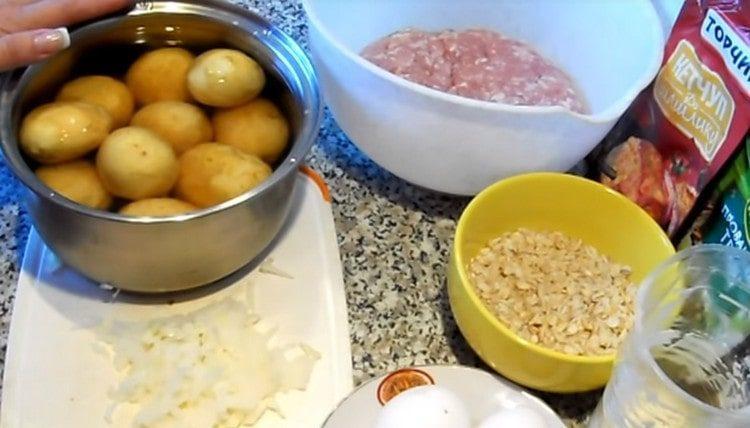 Отвариваем картофель.