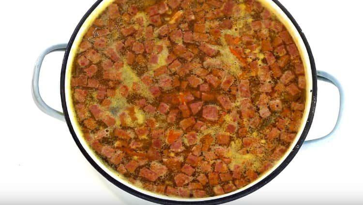 Варим суп еще минут 10.