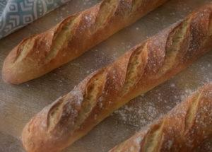 Невероятно вкусный французский багет - рецепт приготовления в духовке