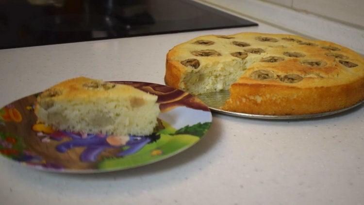 банановый пирог в духовке приготовленный по простому рецепту готов