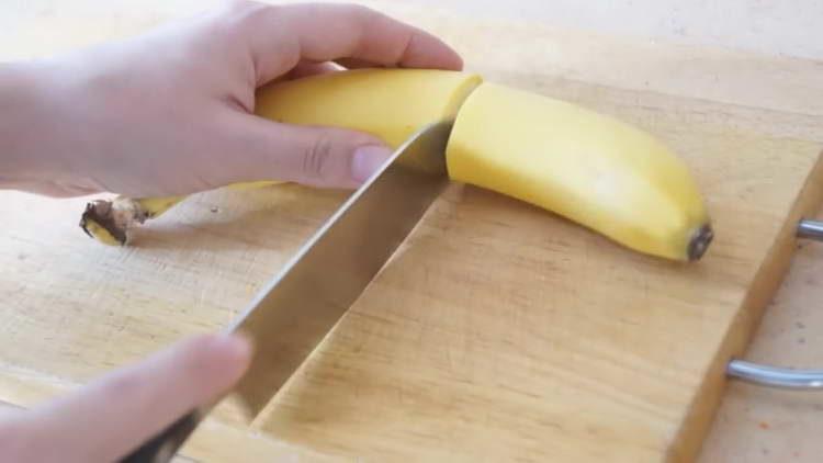 очищаем бананы
