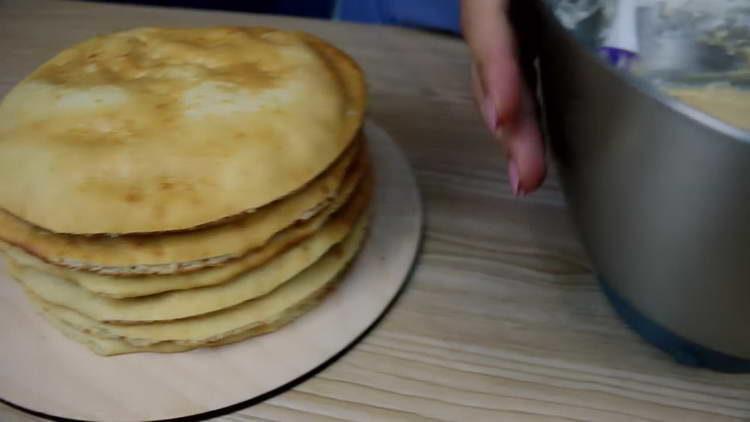отправляем бисквит в духовку