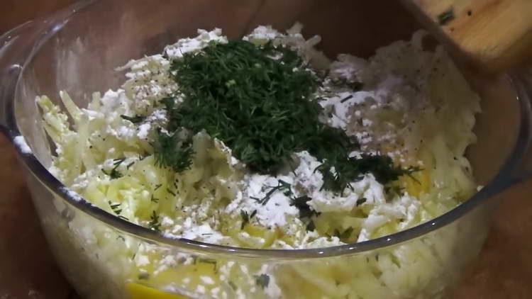 добавляем зелень в картошку