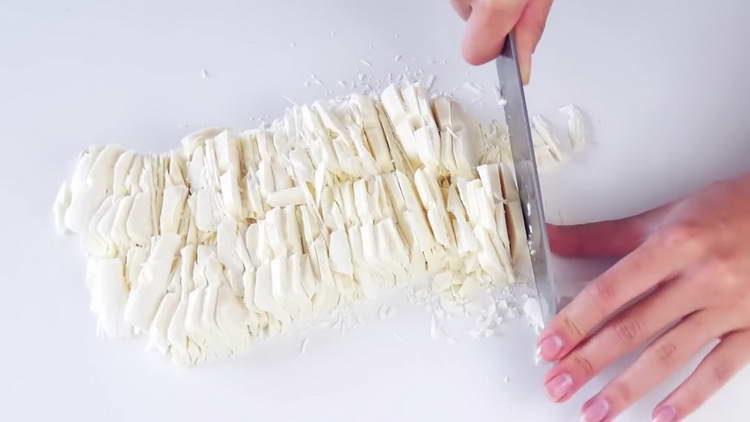 нарезаем белый шоколад
