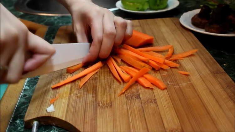 нарезаем овощи соломкой
