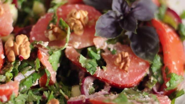 грузинский салат с грецкими орехами