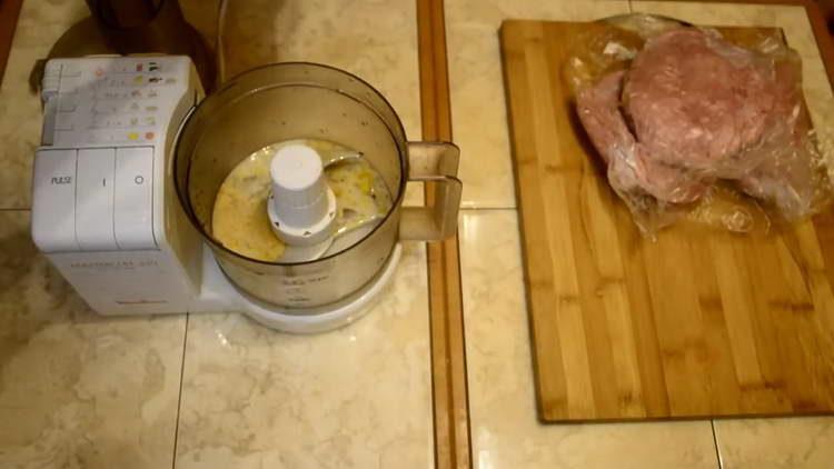 смешиваем молоко соспециями