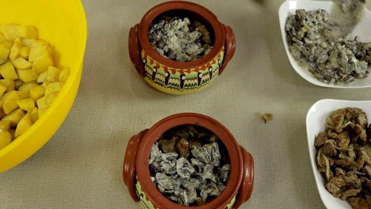 выложите грибы в горшочек