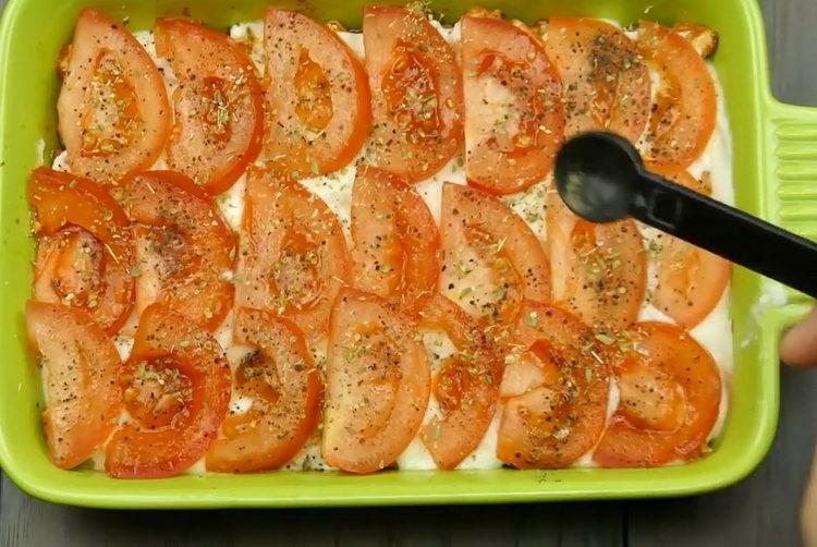 добавьте специи на помидоры