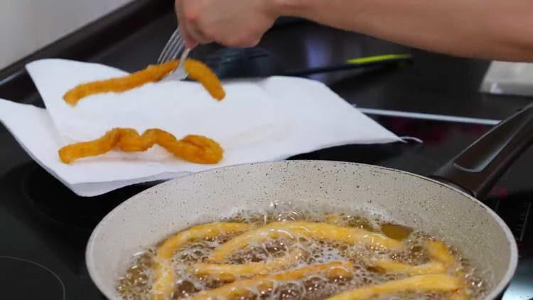 выкладываем выпечку на тарелку