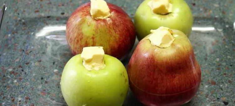 выкладываем на противень яблоки