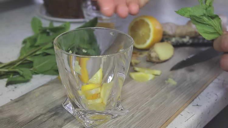 нарезаем лимон