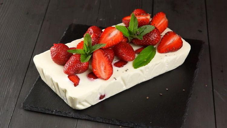 Клубничный творожный десерт с желатином