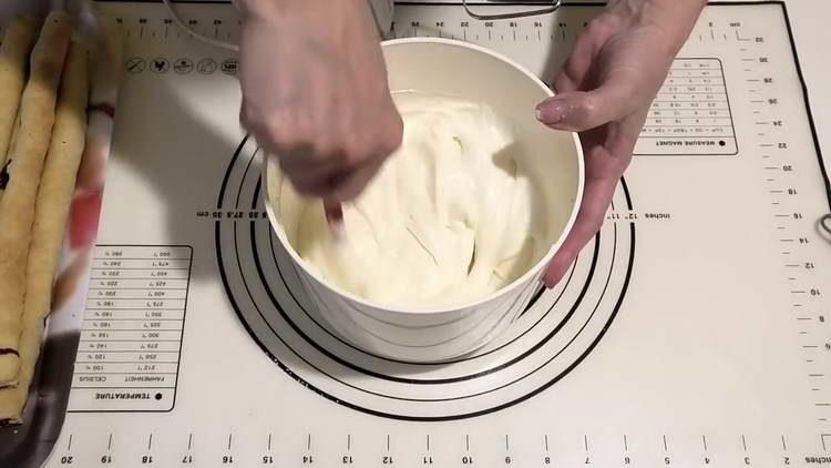 смешиваем сметанный крем