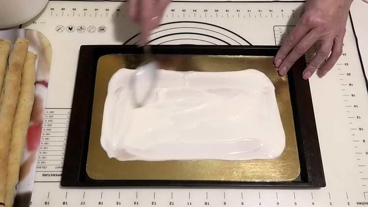 смазываем кремом блюдо