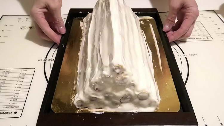 хорошенько смазываем торт