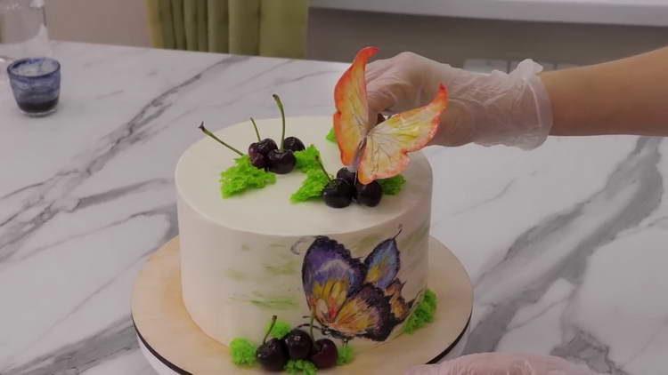 украшаем торт бабочками