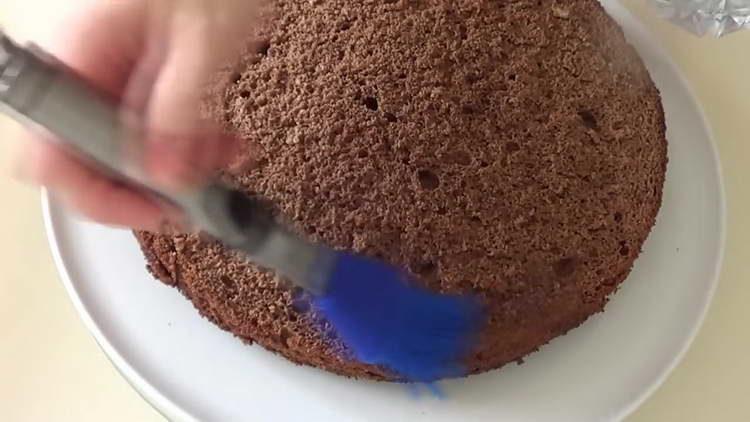 выкладываем бисквит