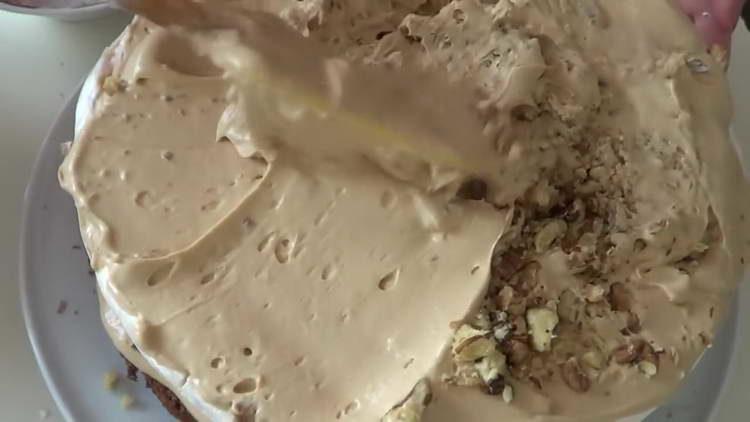 орехи и крем перемешиваем