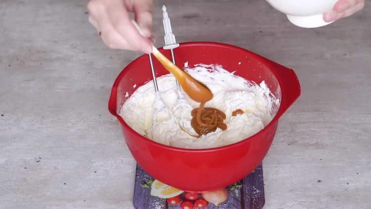вливаем соленую карамель