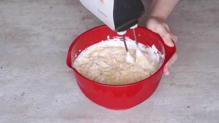 взбиваем до однородности крема