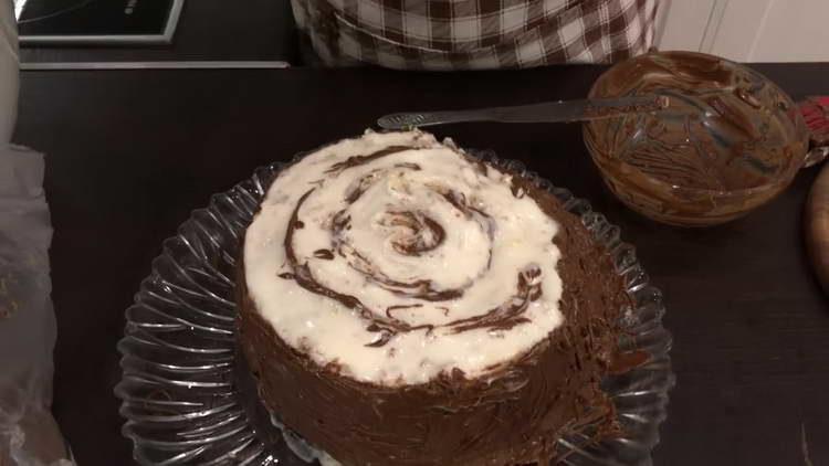 рисуем на верхушке торта