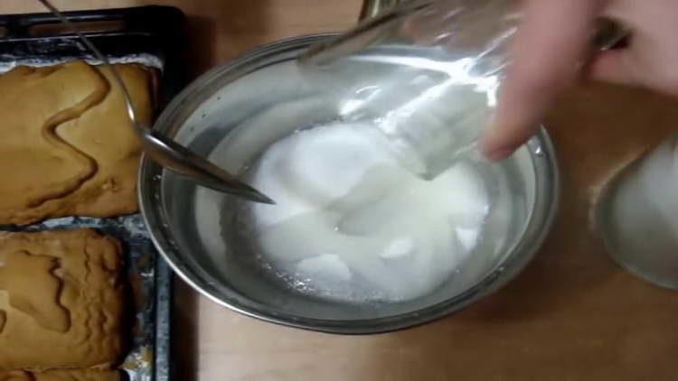 заливаем сахар водой