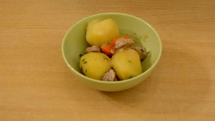 тушим картошку с мясом