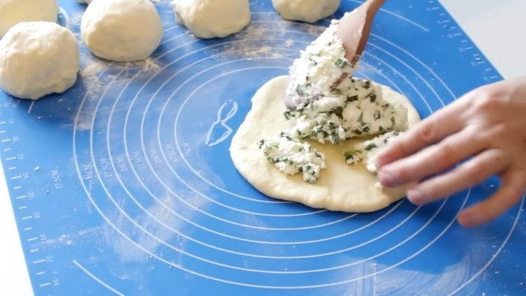 выложите начинку на тесто