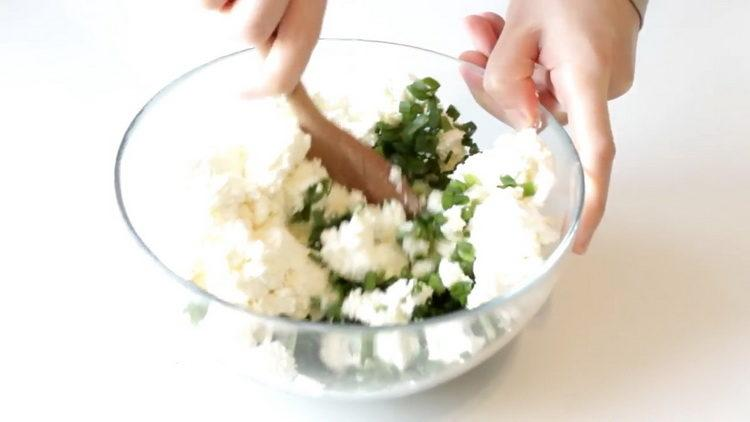 смешайте ингредиенты для начинки
