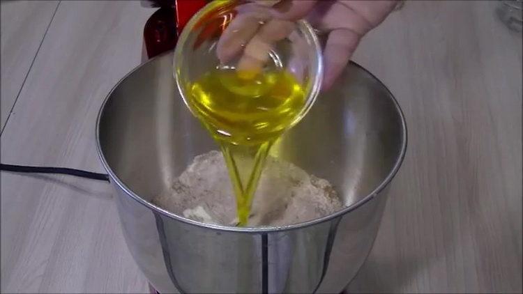 добавьте масло
