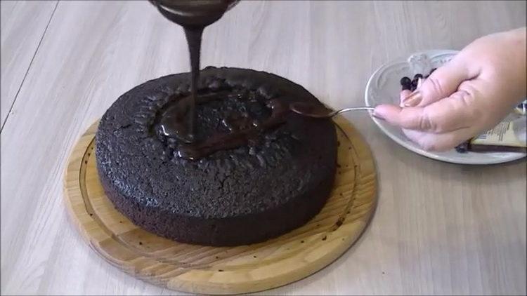 полейте торт помадкой